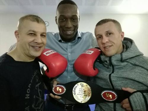 Kevin Kuadjovi Triple champion de France senior avec ses entraineurs Mohamed et Adel